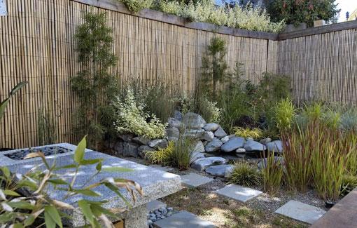 patio bambu374908-Una-sutil-privacidad-empleando-construccion-en-seco-06