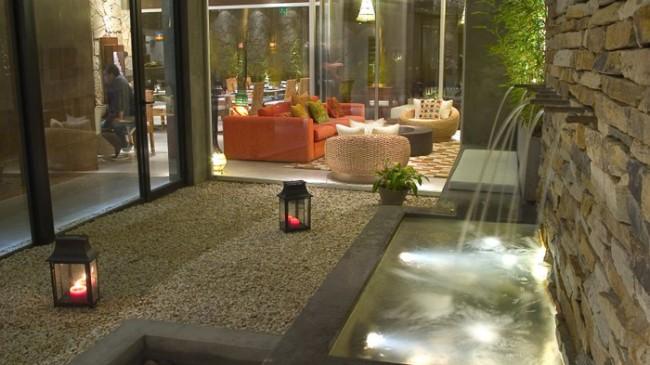 C mo instalar un patio interior contempor neo for Patios interiores con piscina