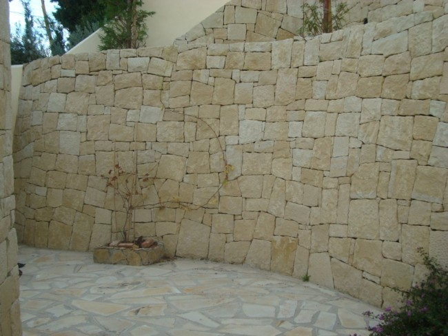 C mo instalar un revestimiento con piedra en un muro - Piedra para muros exteriores ...