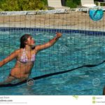 ¿Como hacer e instalar una red de voleibol para el agua?