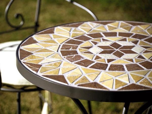 Como hacer una mesa para el jardín con mosaiquismo