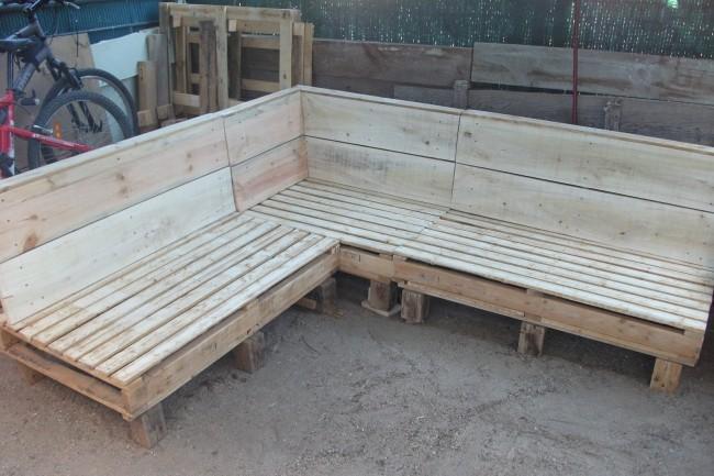 Ideas para reciclar palets de madera y hacer bonitos for Reciclar palets de madera muebles