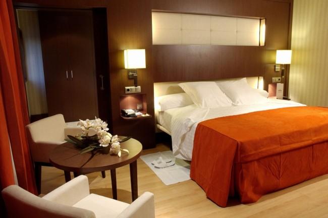 ¿Cómo y donde ubicar la cama en una habitación?