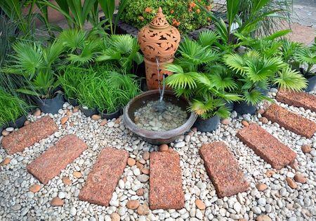 zfenjardin-con-fuente-y-camino-de-piedras