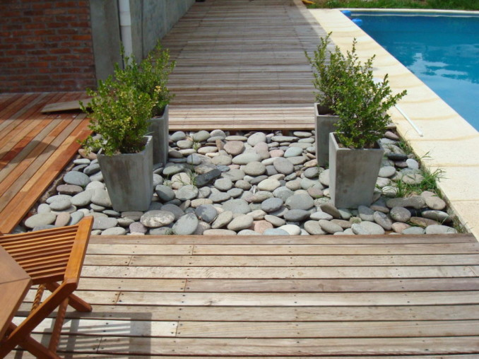 Dise o y decoraci n de jardines peque os y modernos 90 - Jardines con madera y piedras ...