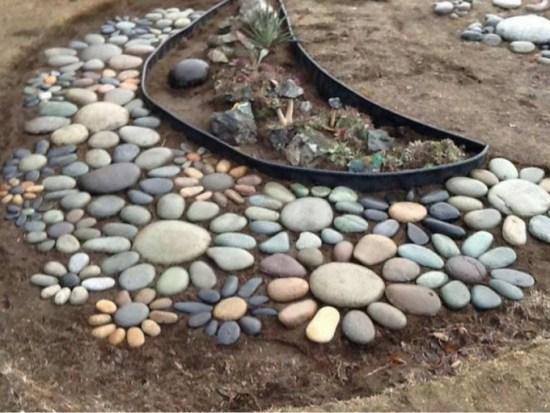 detalle con piedras en jardin
