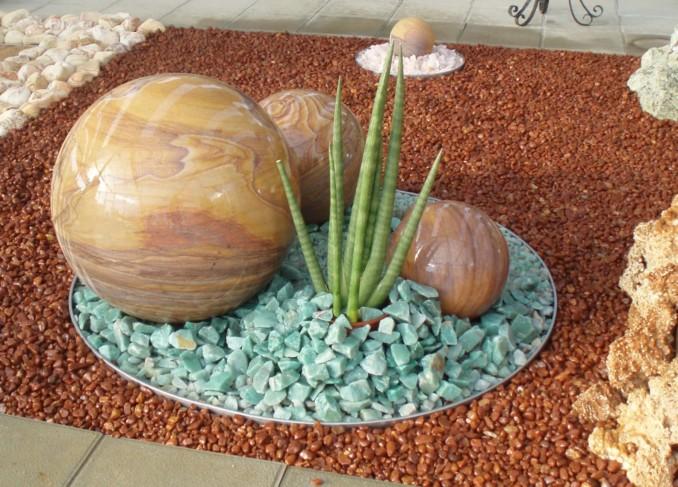 C mo hacer jardines peque os con piedras de colores o - Piedras blancas para jardin ...