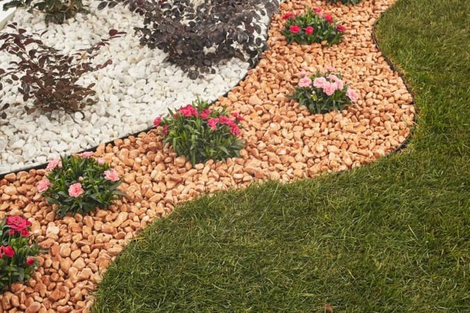 C mo hacer jardines peque os con piedras de colores o for Bordi per aiuole fai da te