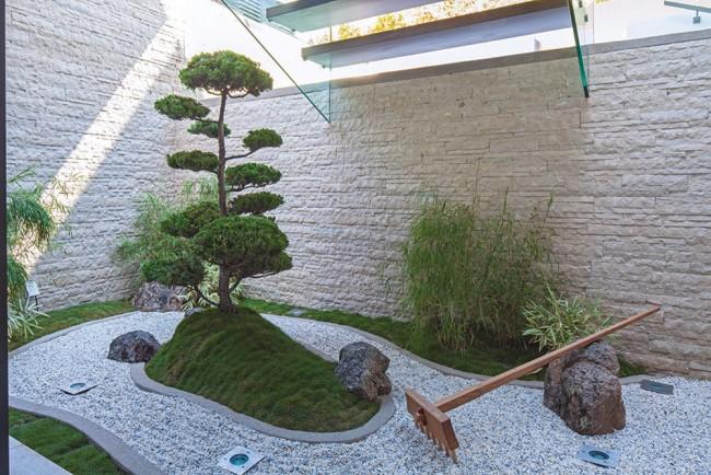 zen-garden-with-stylish-design