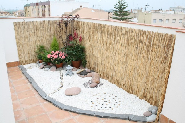 C mo instalar jardines zen relajantes en patios interiores for Como hacer un jardin en una terraza