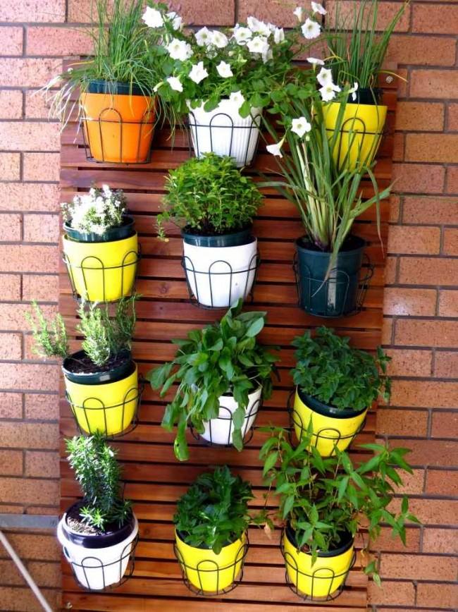 C mo instalar un jard n vertical en el balc n aportando verde Jardines verticales baratos