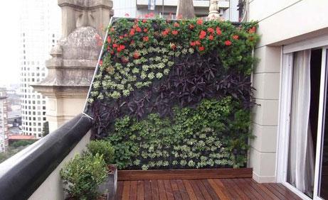 C mo instalar un jard n vertical de sustrato en casa for Jardines verticales en balcones