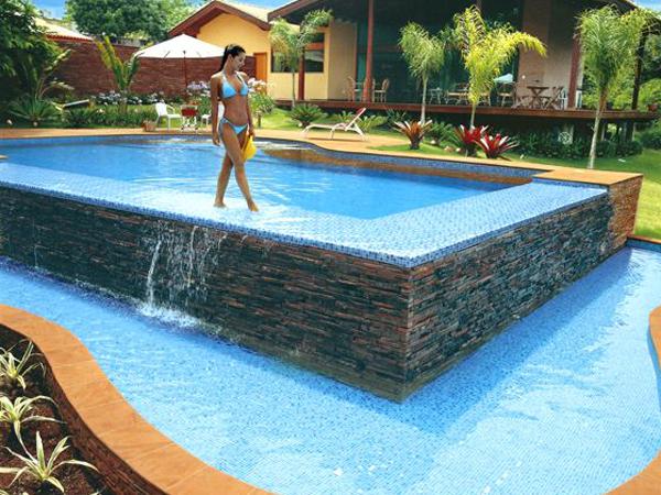 Como instalar una piscina para que quede perfectamente en for Piscinas desbordantes precios