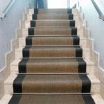 ¿Cómo instalar una alfombra en la escalera de forma muy fácil?