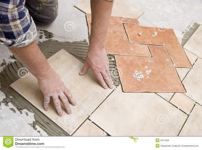 instalación-de-los-azulejos-de-suelo-3511626