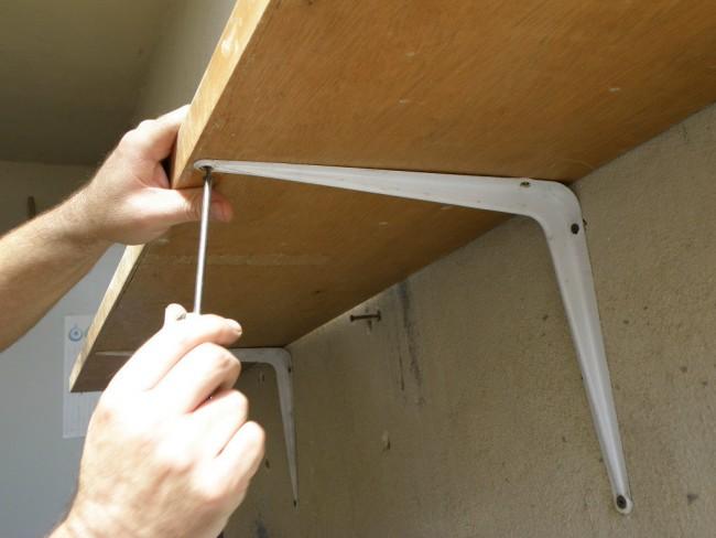C mo colocar una repisa nivelada sin utilizar nivel - Como hacer repisas de madera ...