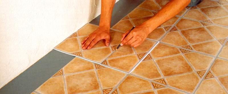 C mo instalar suelos de vinilos de la forma correcta - Losetas de vinilo autoadhesivas para bano ...