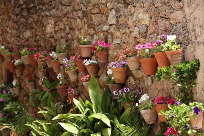 C mo instalar un jard n vertical peque o en la terraza - Como decorar tu porche ...