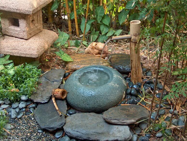 Instalar una fuente de agua decorativa en el jardin modelos for Construir una fuente de jardin