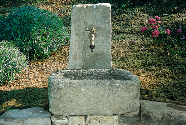 fontana03-f_acqua-in-giardino
