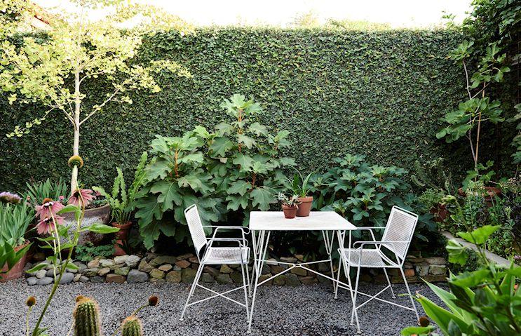 Dise o y decoraci n de jardines peque os y modernos 90 - Suelos para jardines pequenos ...
