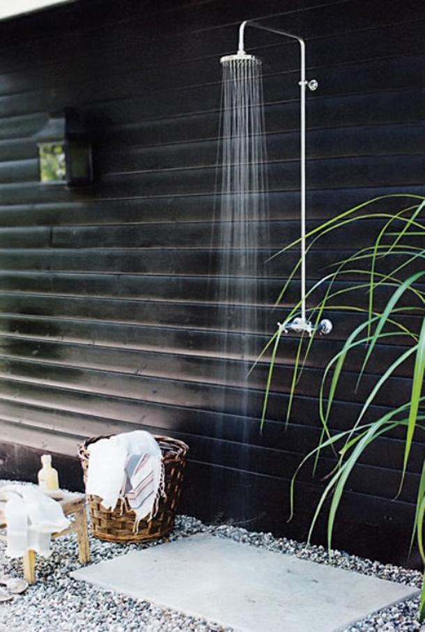 Cómo instalar una ducha exterior al lado de la pileta