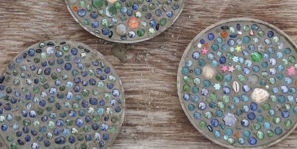 Losetas para jard n con cemento piedras y trozos de cer mica - Loseta para jardin ...