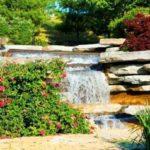 Instalar jardines con piedras y cascadas muy naturales