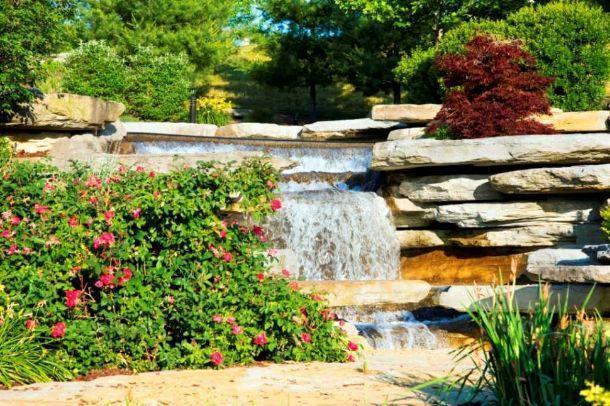 Instalar jardines con piedras y cascadas muy naturales for Jardines con cascadas de agua