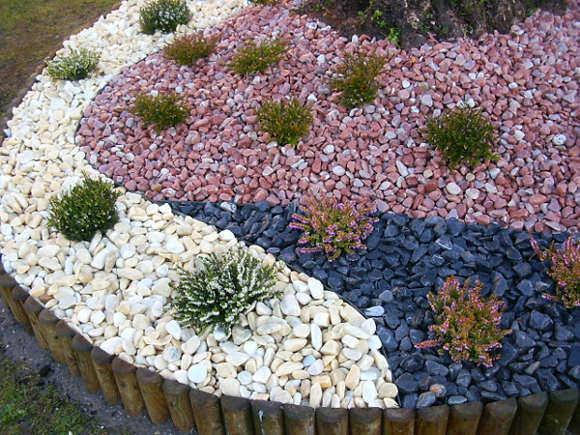 C mo hacer jardines peque os con piedras de colores o - Como decorar jardines con piedras ...