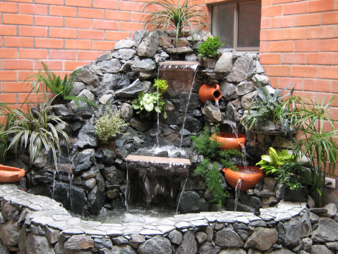 C mo hacer cascadas de agua para el jard n for Diseno de cascadas para jardin