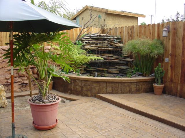 C mo hacer cascadas de agua para el jard n for Como colocar adoquines en el jardin